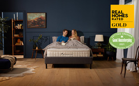 Dreamcloud Roomset Mattress Couple Reading