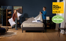 Dreamcloud Roomset Mattress Couple With Bedding